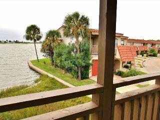 Come in, take your shoes off... stay a while at our cozy Bay Breeze condo!, Galveston