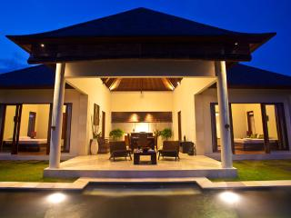 2Br private pool villa with Paddy&Ocean view - S2, Tabanan