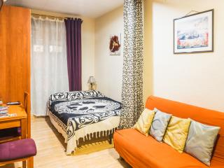 APARTMENT, LOW COST, CENTRICAL, COZY & WIFI, Barcelona