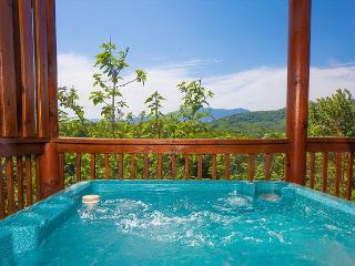 January from $179!!! Luxurious 4BR Cabin w/ Incredible Views., Pigeon Forge