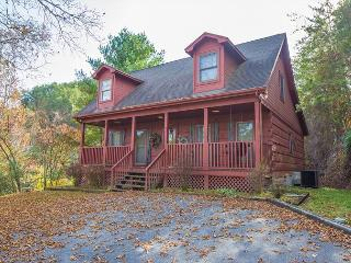 October Special from $139!!! Beautiful 3BR Cabin in Pigeon Forge. Sleeps 8., Sevierville