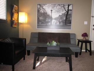 2 miles from downtown/Salt Palace - 2 BD/1BA WIFI, Salt Lake City