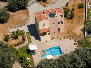 Beautiful villa with stunning views close to all amenities., Rethymnon