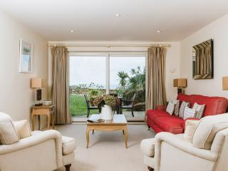 Flight 5* Seaview Garden Apartment at Hawkes Point, St Ives