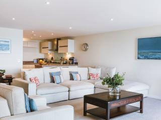 Under the Moon 5* Penthouse in Carbis Bay, St. Ives