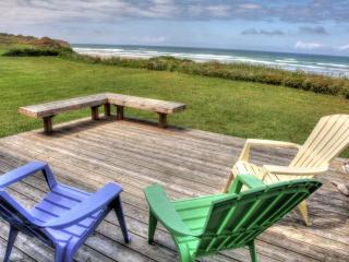 OceanFront Home Direct Beach Access Sleeps up to 6, Yachats