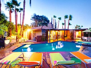 The Luna Paradise | Luxury Vacation Rental Home by Owner in Palm Springs ~ RA49053