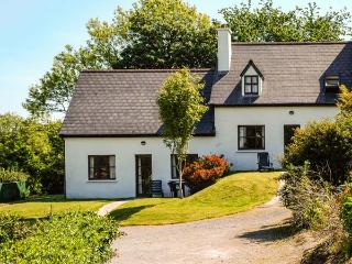 OYSTERHAVEN HOLIDAY COTTAGES, semi-detached, open fire, WiFi, next to a watersports centre, near Kinsale, Ref 915111