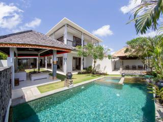 Villa Seratus luxury 3 Bedroom villa with 50m pool, Ungasan