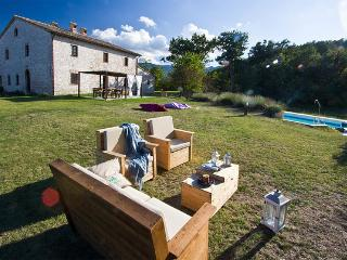 Marcheholiday Checello, Exclusive Rustic Farmhouse, Cagli