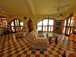 3-Bedroom & 3-Bathroom B&B or self catering house, Playa Blanca