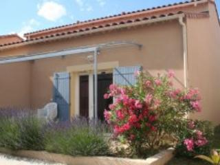 Mas des Arenes, Pet-Friendly 2 Bedroom Holiday Rental in Mouries