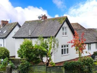 NORTHLEIGH, pet-friendly cottage, close to coast path, beach and amenities, in Minehead, Ref 29175