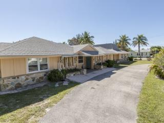 Exceptional Executive 6 Bedroom rental home across from Fort Myers Beach with new granite kitchens and decor -  Sun Palace