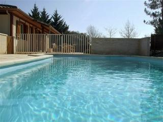 3 bedroom house with private heated pool, Saint-Etienne-de-Villereal