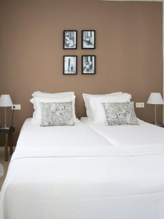 Bedroom with comfortable box spring beds, airco
