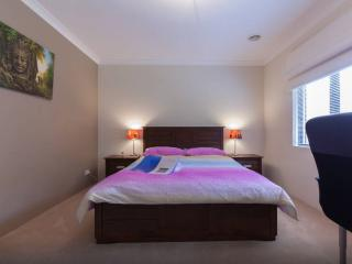 B3 Executive double 15 mins from City, Perth