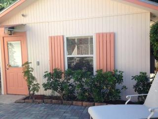 Delray Beach cottage just 2 blocks from Atlantic Ave.