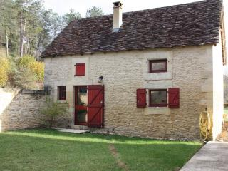 Charming gite in Dordogne with terrace and garden, Plazac