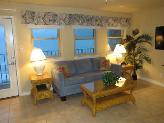 Large 3 Bedroom Beachfront Condo-check for special, Isla del Padre Sur
