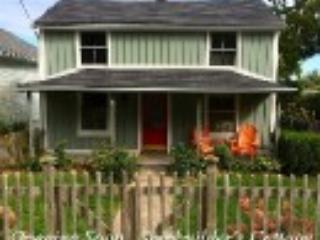 Cottage with view-walk to shop,waterfront,theatre, Niagara-on-the-Lake