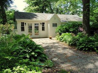 Waterfront pet-friendly vacation  Chez Rive Gauche, Saugerties
