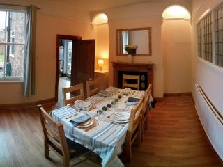 Central YORK town house 5 mins walk to city walls., York