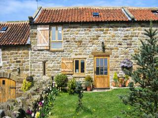 HONEY BEE COTTAGE, pet friendly, character holiday cottage, with a garden in Staintondale, Ref 1195, Ravenscar