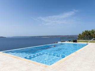 Amor a dream private villa with infinity pool, Almyrida