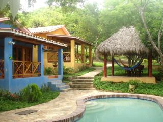 Colorful apartments for 4 with pool (Volcanes), San Juan del Sur