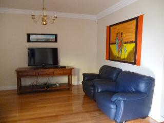 Duke's Apartment - Sultan 3 Bedroom Townhouse, North Perth