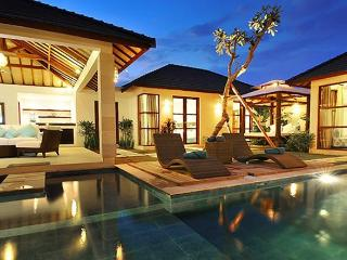 SEMINYAK, Great Value, 3 Bdr, Near Beach, New, Seminyak