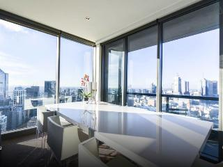 Luxury apartment with panoramic views, Melbourne