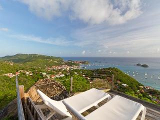 Charming island style villa with lush gardens and a harbor view WV LED, Colombier