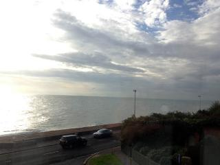 Sandgate Kent 2 bed apartment with sea views