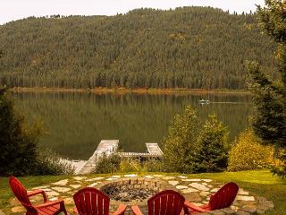 Bears Den, Fish Lake, Private Dock  Outdoor firepit. 25 mins from Leavenworth