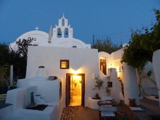 House of the singing birds, Oia