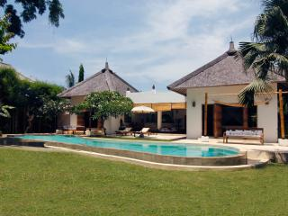 Umalas Seminyak Villa 2 Luxury Bdr and private Pool - Bali