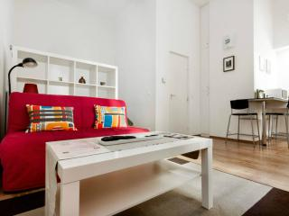Cozy apartment minutes from city center and metro, Budapest