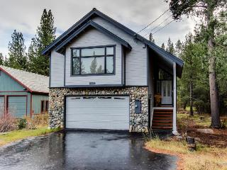Private Donner Lake beach access & more!, Truckee