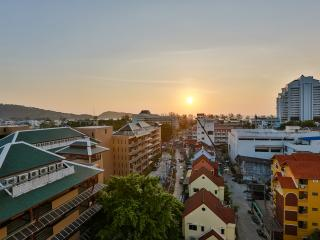 (I240) 2 bedroom apartment (2 adults), Patong