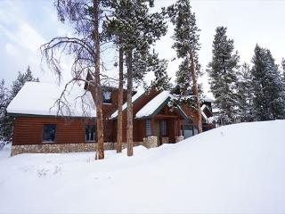 Tranquility House 4BD/4BA Sleeps 8, Private Hot Tub, Workout Room,  Garage, Breckenridge