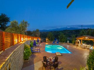 Blue Villa I, private pool & garden!, Rethymnon