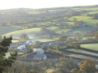Walkers Retreat: great views, garden and free wifi, Holne