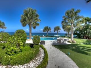 Spectacular ocean front villa in with Maid and Cook included, Cabarete