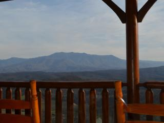 Luxury Vacation Cabin-Dramatic SmokyMountain View!, Pigeon Forge
