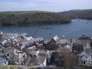 The Salt Loft in Heart of Fowey with Parking