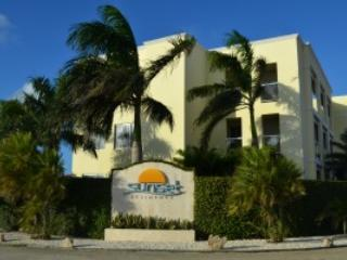 Deluxe 2 BD apartment at world famous Eagle Beach!, Palm - Eagle Beach