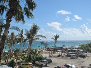 Résidence de la Plage #38...best studio rental deal on Orient Beach., Orient Bay