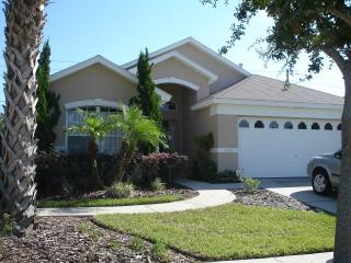 Beautiful Silver Springs Home with WiFi and Jacuzzi, Kissimmee